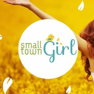 img-small-girl-town