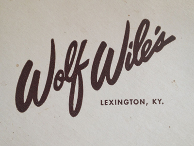 Wolf wiles text logo's